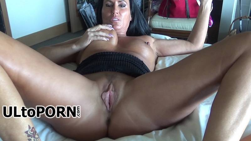 Manyvids.com: Katie71 - Mom and Son's Night at the Hotel [721 MB / FullHD / 1080p] (Incest)