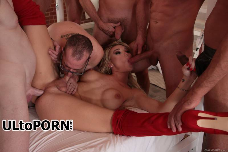 EvilAngel.com: Aubrey Kate - TS Aubrey Kate + 9 Hung Orgy Studs [565 MB / SD / 400p] (Transsexual)