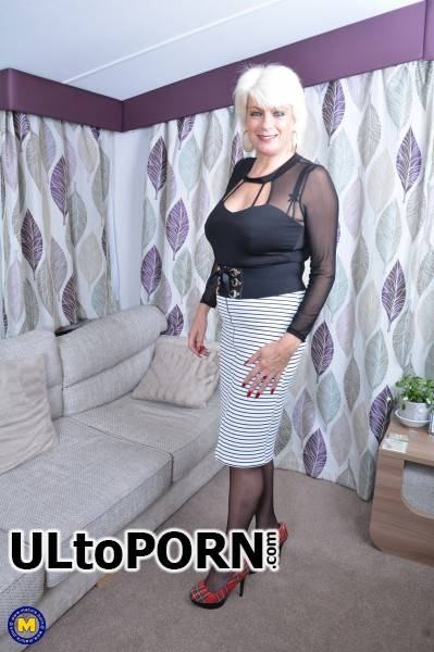 Dimonty EU 59 - British housewife Dimonty playing with herself [FullHD 1080p] (1.60 GB) Mature.nl